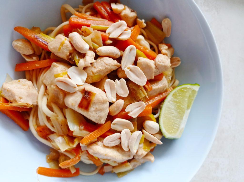 Recette Wok poulet gingembre cacahuètes - Laetitia Nutritionniste Diététicienne à domicile Tours